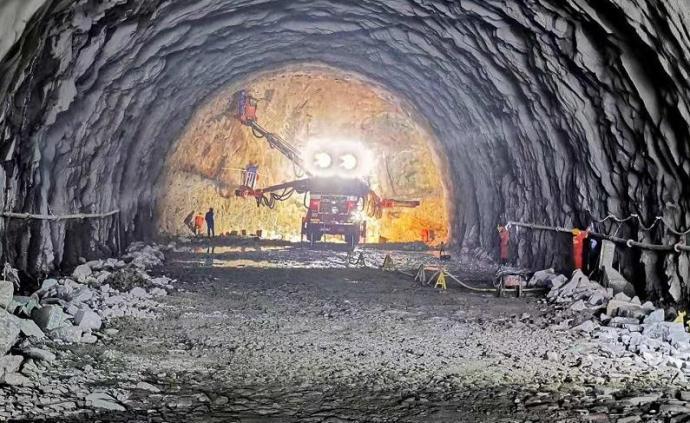 """国家引力波研究""""天琴计划""""山洞超静实验室隧道全线贯通"""