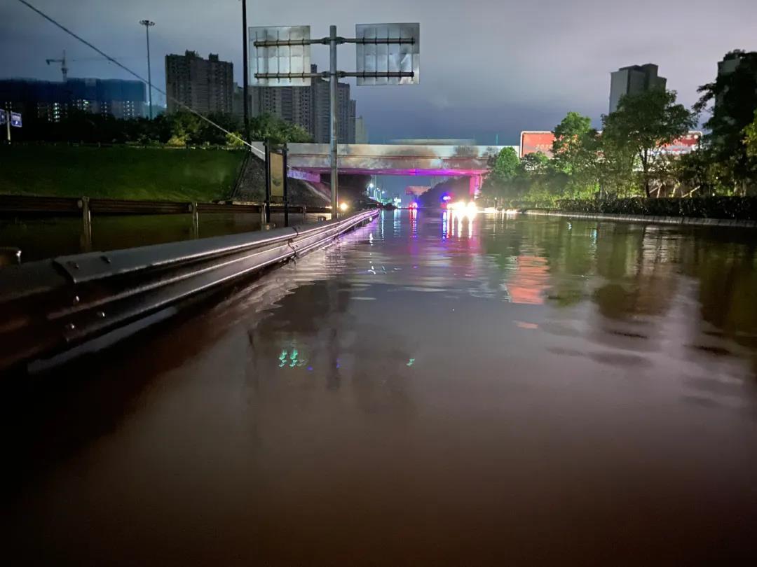 赣州市于都、龙南、赣县区、安远、会昌等多个县市区遭遇暴雨袭击