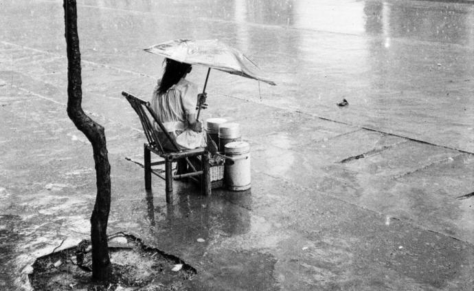 摄影师|种楠:来看看上世纪八九十年代的上海街头经济
