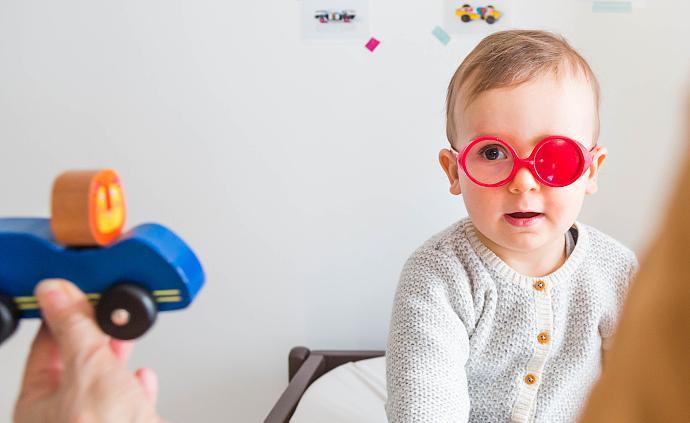 孩子出生3个月后就应定期做眼科检查,做到的家长请举手