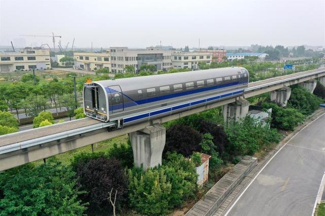 6月21日,时速600公里高速磁浮试验样车在上海同济大学磁浮试验线上成功试跑。中车四方股份公司供图