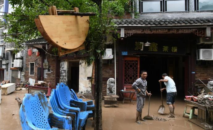 直击 重庆綦江史上最大洪峰过境,淹没二层居民楼