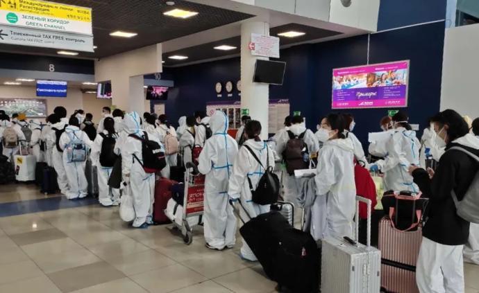 55名留学人员搭乘临时航班自符拉迪沃斯托克飞往福州