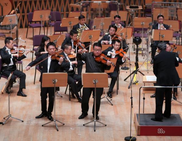 青年音乐家挑大梁,上海交响乐团用两部经典收官音乐季(图2)