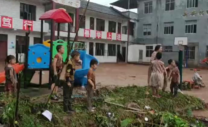 """官方辟谣""""学生被洪水冲走"""":及时撤离,无人伤亡"""