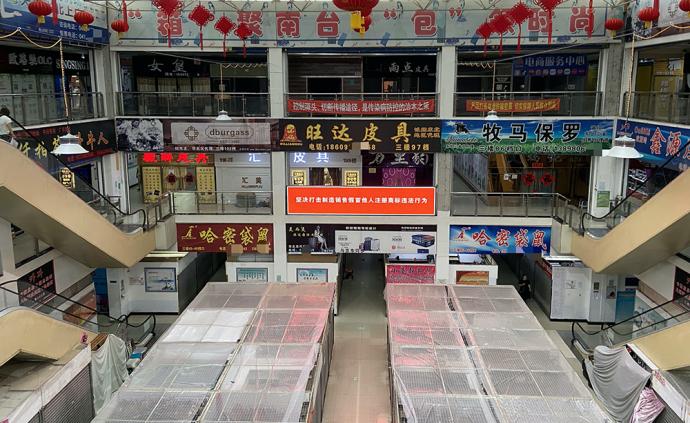 """辽宁海城回应""""东北最大箱包市场藏制假链条"""":立即调查处理"""