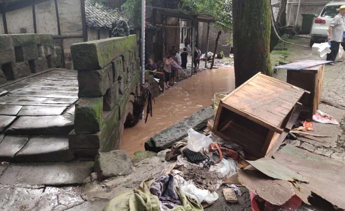 重庆居民讲述经历强降雨:水位最高到胸口