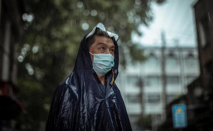 摄影记疫|武汉5.9万高三学子雨中赶考