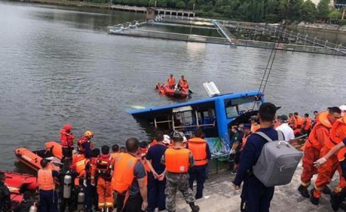 公安部派出工作组赶赴贵州安顺公交车坠湖现场