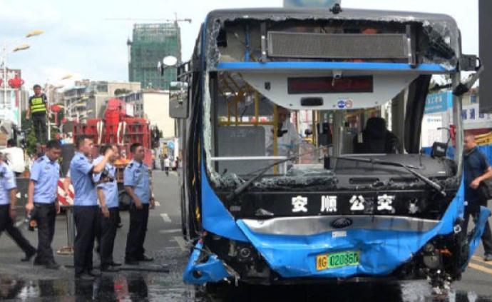 贵州安顺公交车坠湖事件共救出37人,驾驶员已无生命体征