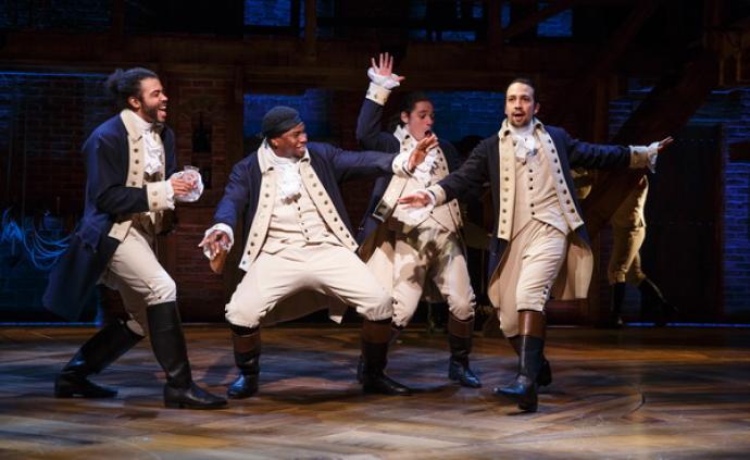 《汉密尔顿》:一部伟大的音乐剧,终于飞入寻常百姓家