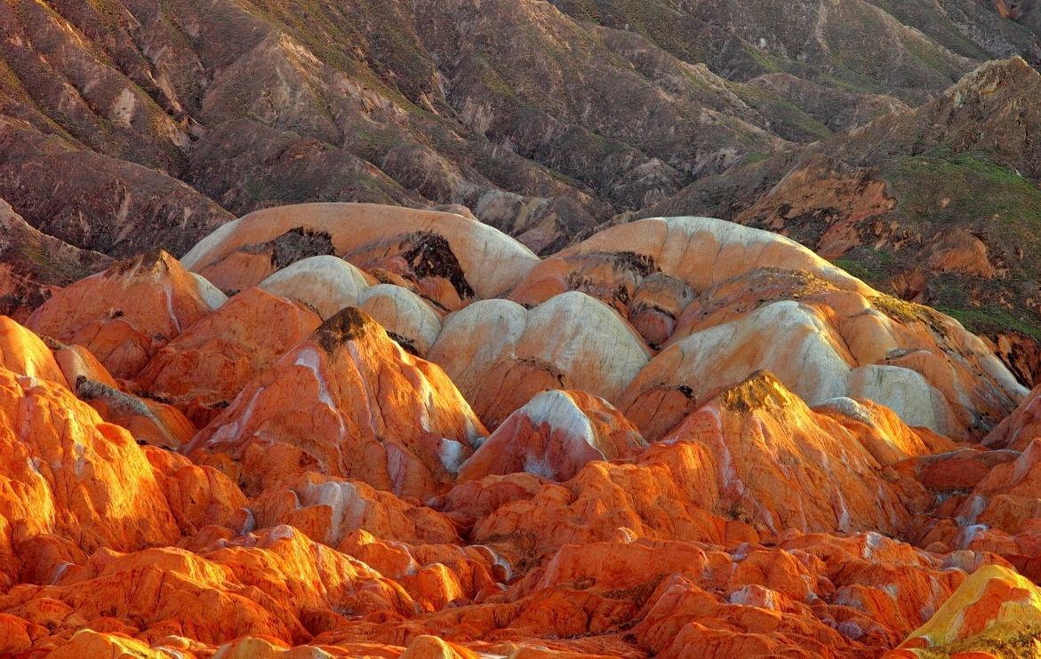 张掖世界地质公园的彩色丘陵