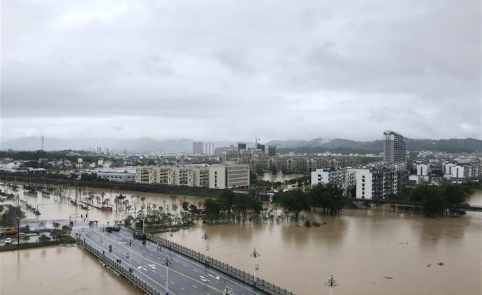 安徽歙县:九条公路中断,客运、公交、水上交通停运停航
