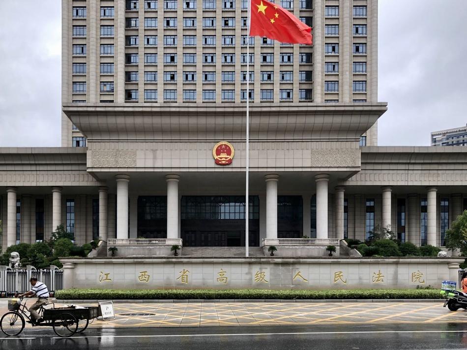 26年前的江西张玉环故意杀人案7月9日在江西省高级人民法院开庭再审。 澎湃新闻资深记者 卫佳铭 图