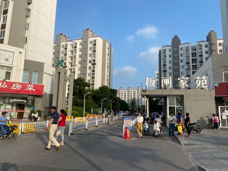 事发的板闸家苑小区是一个安置小区,住有7000余人。