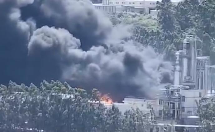 福建龙岩一新能源公司起火:检修时发生火情,百余消防员增援