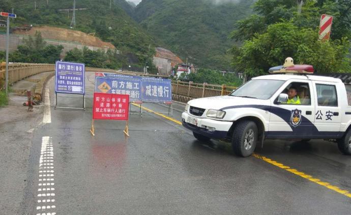 国道319重庆武隆段突发山体滑坡,道路中断