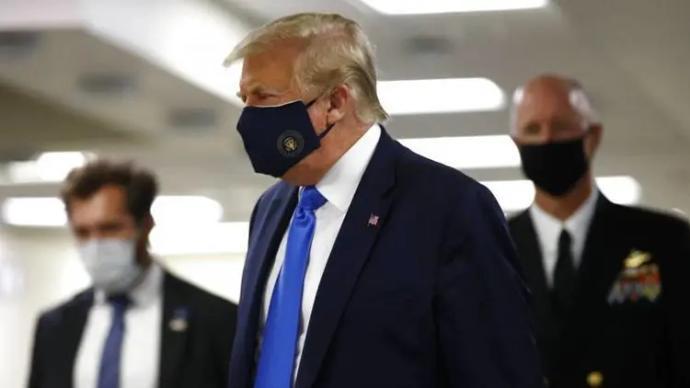 全球疫情晚报|特朗普首次公开戴口罩,南非累计确诊全球第十