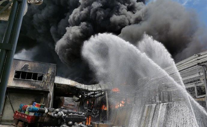 龙岩新能源公司火灾致2人失踪3人受伤,官方称空气质量达优