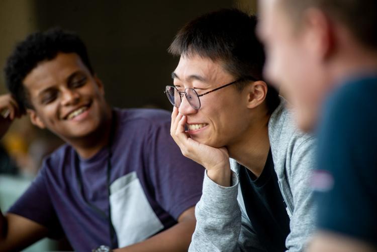 资料图调查显示,今年的中国赴海外留学的总人数会出现下降