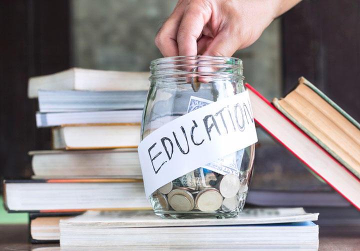 资料图目前的就业形势下,留学生家庭也要重视经济账。