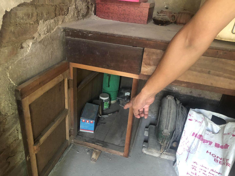 郎前庭供述的靳金保存放农药的位置经几次修改最终从大立柜变成了厨房的柜子。澎湃新闻记者 陈雷柱 图