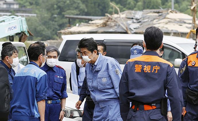 早安·世界|日本暴雨已致72人死亡,安倍趕赴災區視察