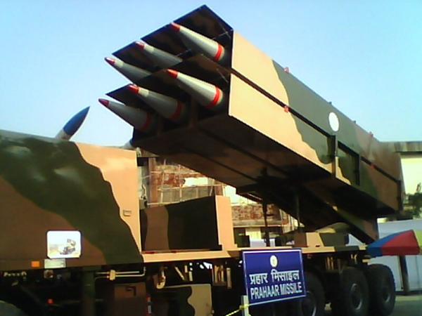 """""""普拉哈尔""""导弹发射车一次可携带6枚导弹"""