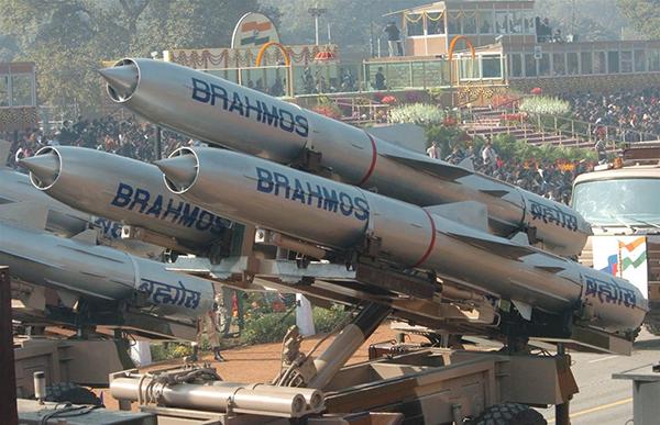 """""""布拉莫斯""""超音速巡航导弹增加了印度陆军的远程打击手段"""
