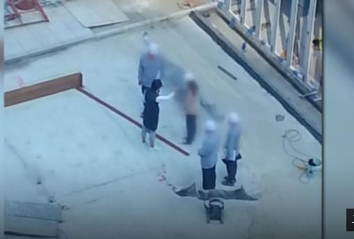 李明姬在建筑工地向员工施暴(JTBC)