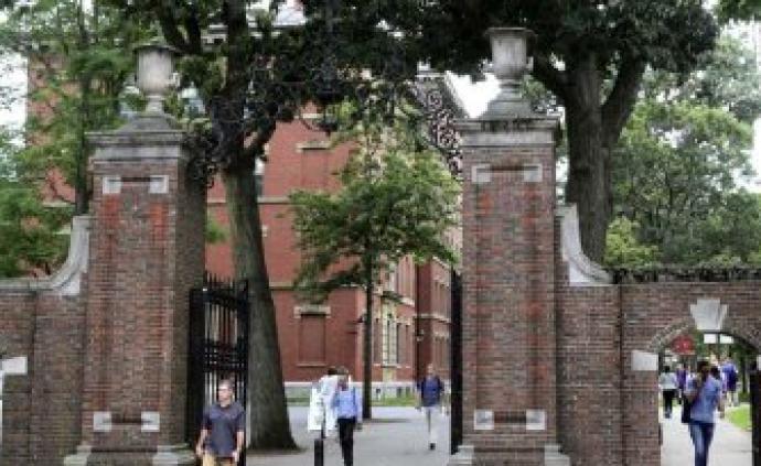 波士顿联邦法官伯勒斯:美国政府同意撤销留学生签证新规