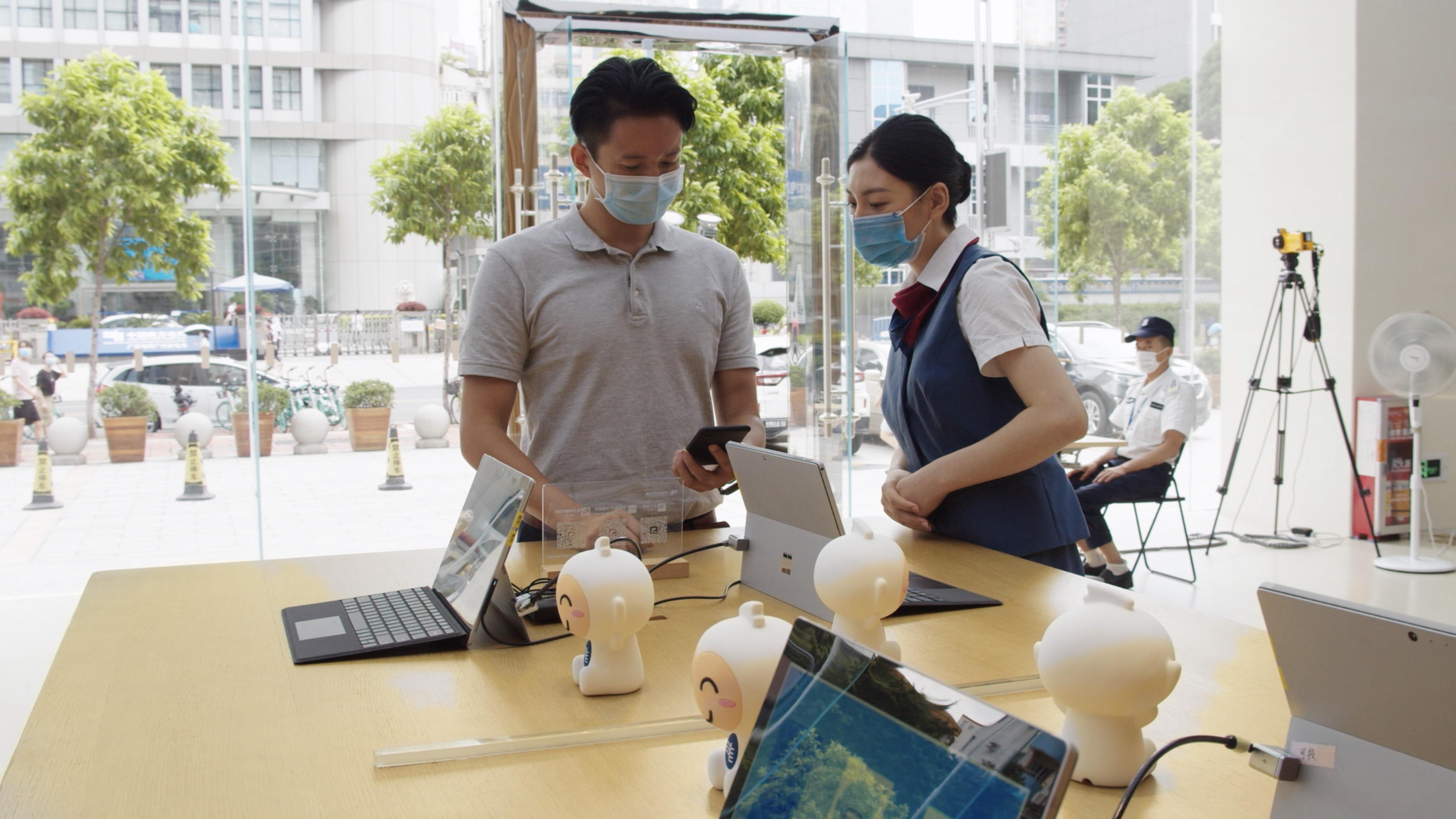"""客户通过南方电网APP办理用电业务,可实现""""零证照""""、刷脸签约"""