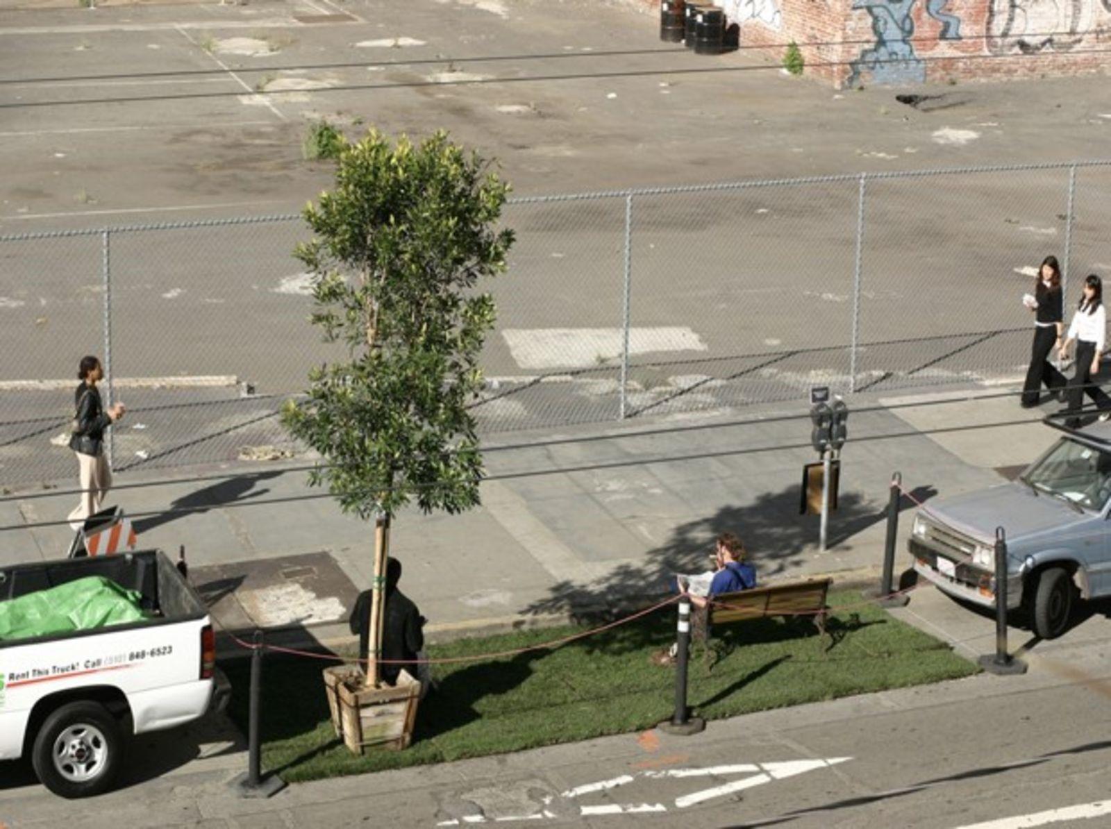 旧金山市第一个parklet迷你公园。图片来自citymetric