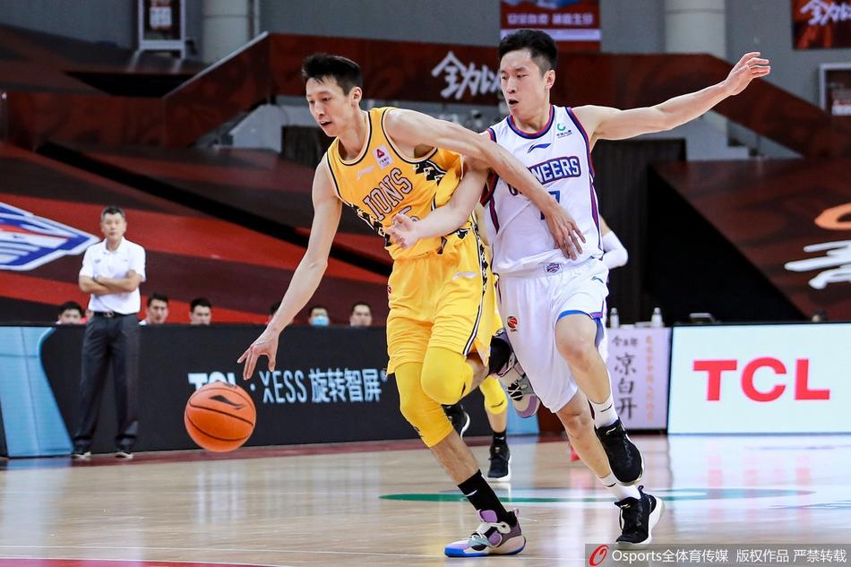 赵岩昊(左)拿下30分8抢断。