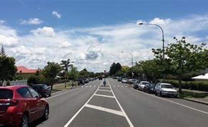 交通设施|城市内使用宽车道弊大于利