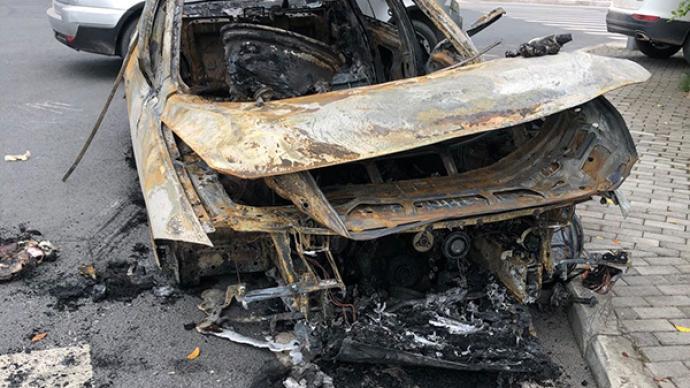 寶馬車行駛中機油管滲漏自燃損毀,尚不確定存質量問題
