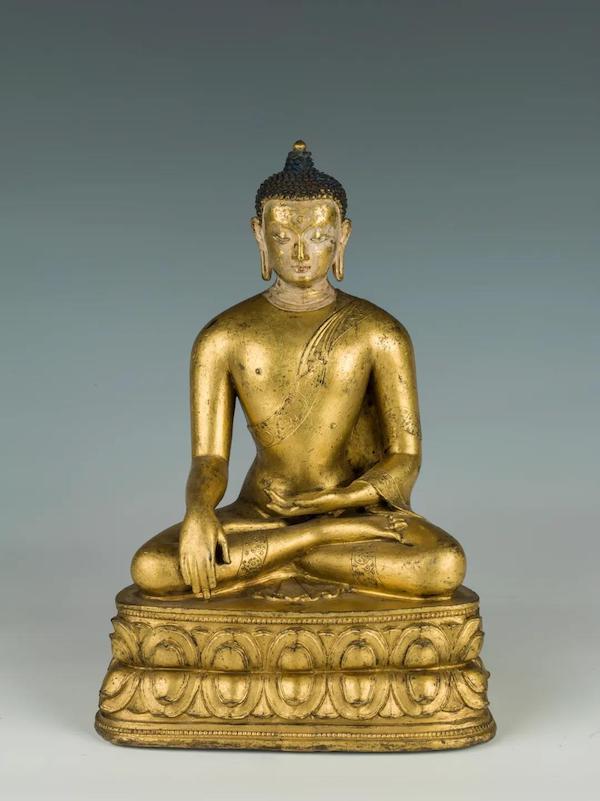 释迦牟尼佛像,清代,铜鎏金,通高24.5厘米,首都博物馆藏