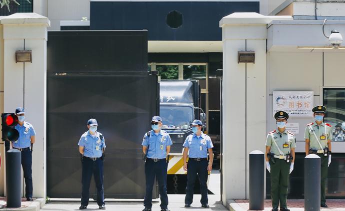 直击|美驻成都总领馆即将关闭:安保升级,美国国徽已被拆除