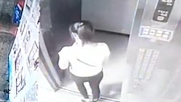 """探访""""杀妻谎称失踪""""小区,死者离开电梯后无踪迹"""