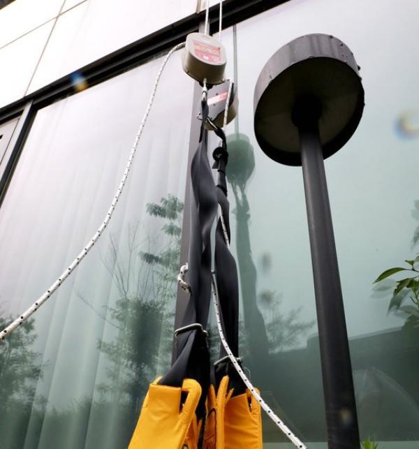 逃跑人员使用的缓降器。 news 1 图
