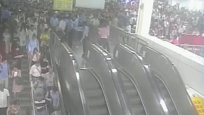 治安日常|当地铁站遇到大客流