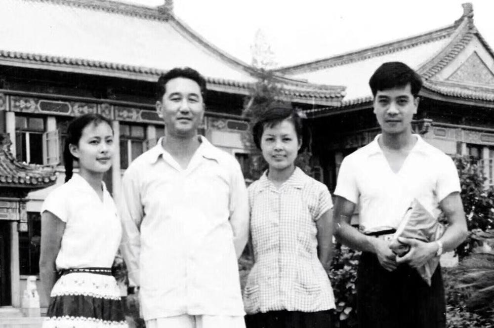 左起:吕大渝、齐越、沈力、赵忠祥
