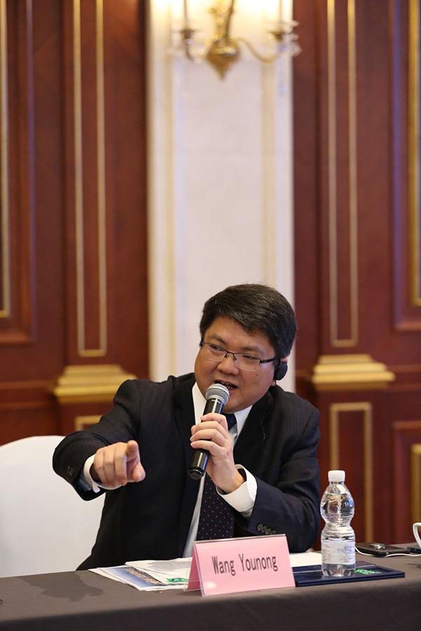 王友农在论坛上 宝山区 供图