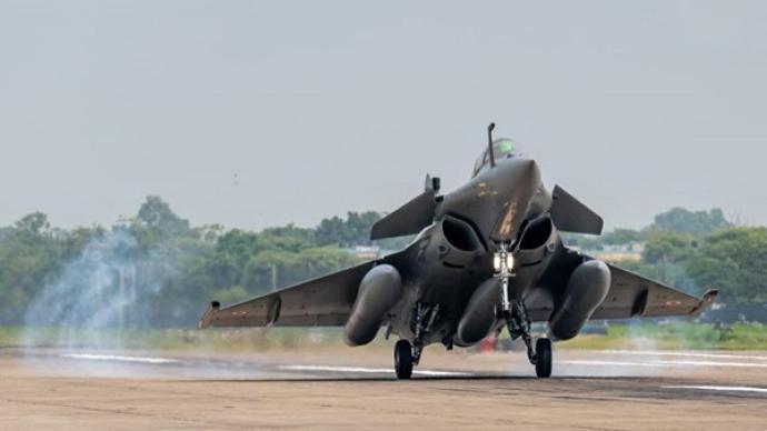 """印防长高度赞扬""""阵风""""战机到货,印空军未来还将进行大采购"""