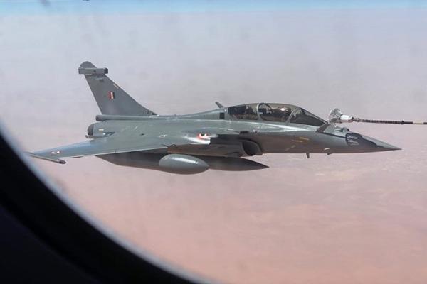 """此次""""阵风""""战斗机进行了多次空中加油,展示该机具备一定作战能力。"""