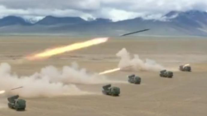 国防部:西藏军区在高海拔地区组织多炮种、跨昼夜演练