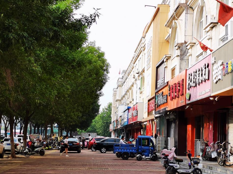 当年遭遇抢劫的辛集市农村基金会兴华路营业点,已拆除重建为临街商铺。澎湃新闻记者 朱远祥 图