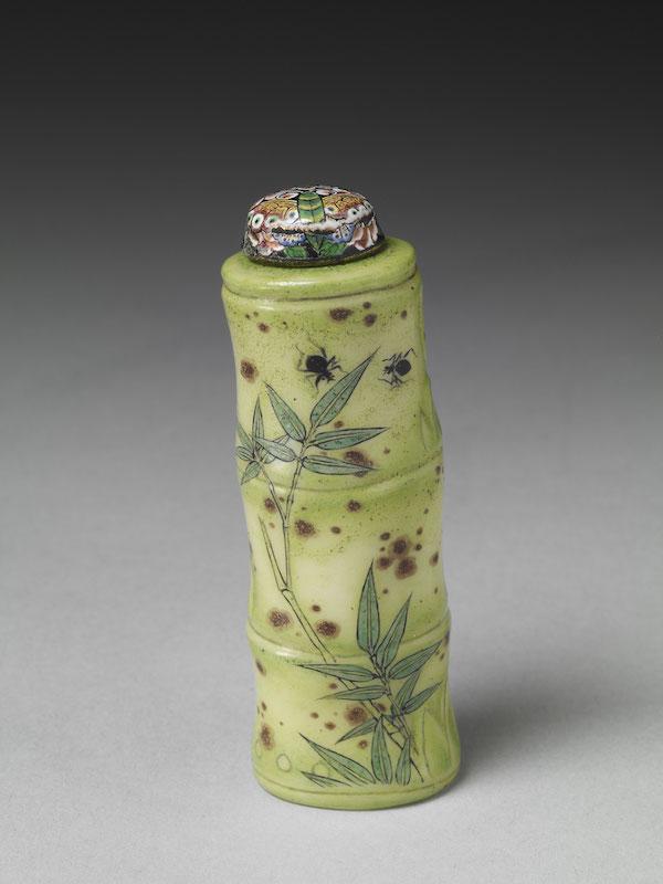 清 雍正 玻璃胎画珐琅竹节式鼻烟壶高6.5公分、宽2.2公分、深1.9公分