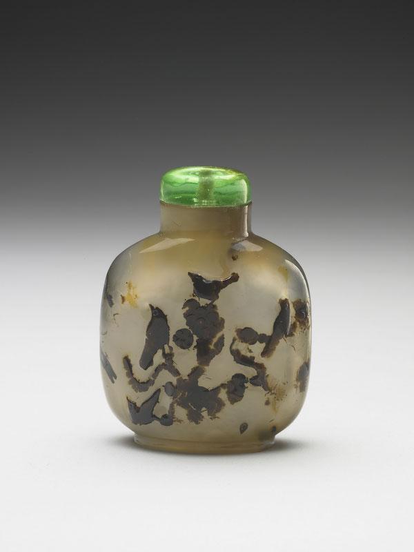 清 十八/十九世纪 玛瑙巧雕禽鸟图鼻烟壶全高6.2公分 宽4.8公分