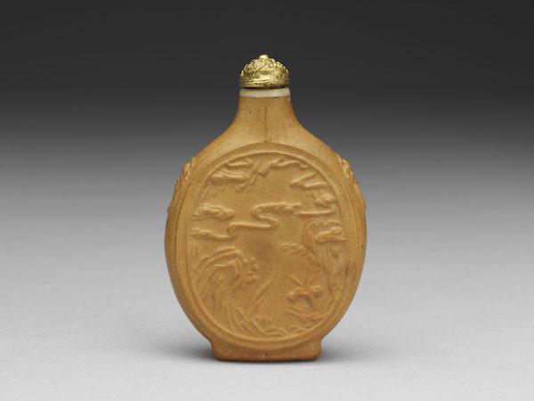 清 十八世纪 葫芦祥云灵芝鼻烟壶高7.2公分、宽4.9 公分